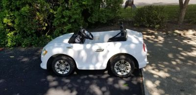 White wm battery operated car