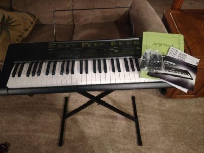 Casio Keyboard CTK-2080 Complete with Instructions,Stand and AC Adapter Super Condition