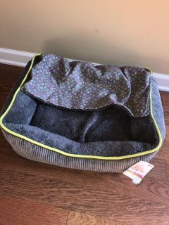 Medium pet bed dog or cat- brand new w/tags