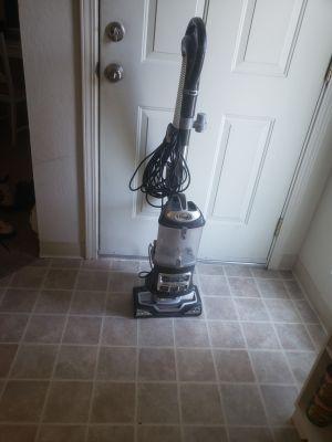 Shark vacuum-lift away