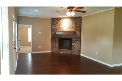 Beautiful single family home in Denison!