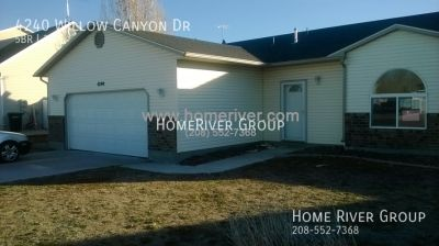 5 bd 3 bth home with large fenced yard in Ammon