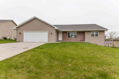 323 Monroe St Beaver Dam Three BR, Come see this beautiful open