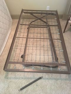 Free pop-up twin trundle bed + spring and new bolt for simple repair