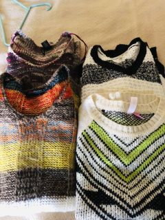 Lot of 4 Sz Med Sweaters