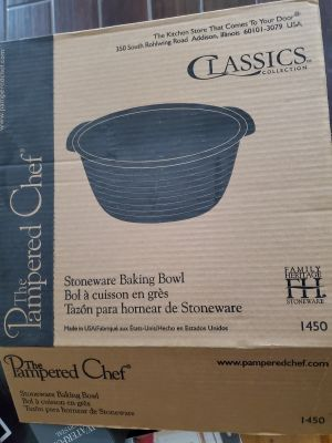 The pampered chef family Heritage collection stoneware baking bowl # 1450