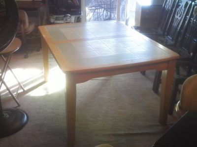DINING/KITCHEN TABLE (ONLY!)
