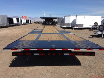 Low Pro with Hydraulic Dovetail Trailer, 40ft Low Pro Gooseneck Trailer, PJ Trailers LY402-RDON