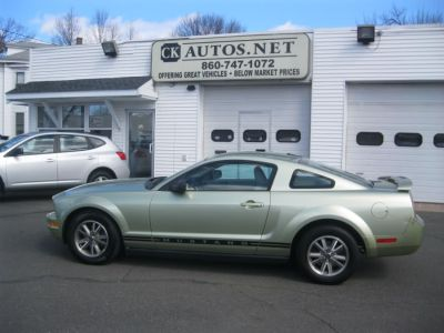2005 Ford Mustang V6 Deluxe (Legend Lime Metallic)