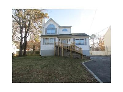 4 Bed 2 Bath Foreclosure Property in Mastic, NY 11950 - Kent Pl