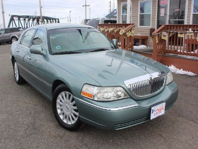 2005 Lincoln Town Car Signature (Light Tundra Metallic)