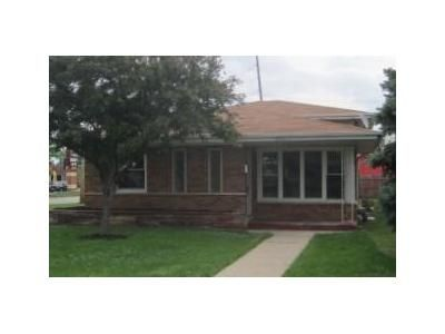3 Bed 1.5 Bath Foreclosure Property in Burbank, IL 60459 - La Crosse Ave