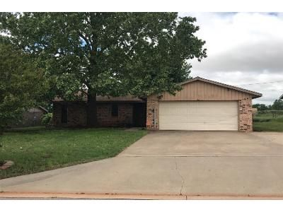 2.0 Bath Preforeclosure Property in Elk City, OK 73644 - Coral Ave