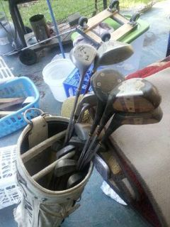Titlist Golf Clubs withWhite Bag