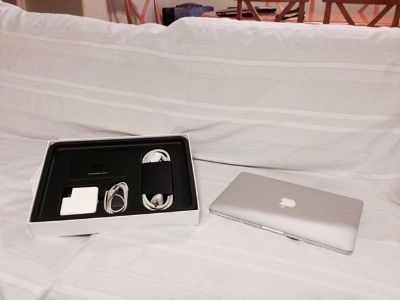 $800, MINT 13 Apple MacBook Pro 2.4 up to 3.0GHz CORE i5 8GB RAM 500GB HD Late 2011