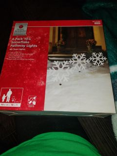 2 brand new in box 4pack 10in snowflake pathway lights