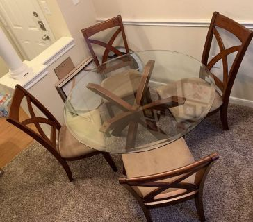 Beautiful Glass Dining Table, Wood Center Stand and 4 Chairs