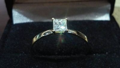 14kt .35 pt Solitaire diamond ring
