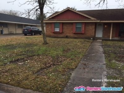 Fully Updated 3 Bedroom Charmer in Texas City