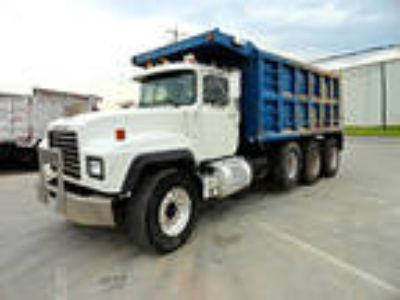 Used 2002 Mack RD688S for sale.