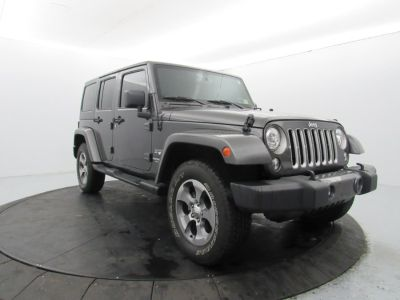 2017 Jeep Wrangler Unlimited Sahara 4x4 (Gray)