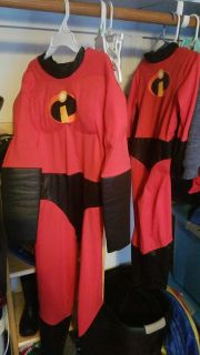 Free Incredibles 4t and boys M Dash costume