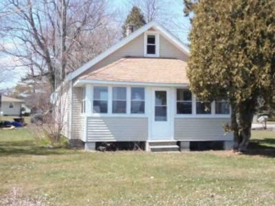 2 Bed 1 Bath Foreclosure Property in Curtice, OH 43412 - S Howard Rd