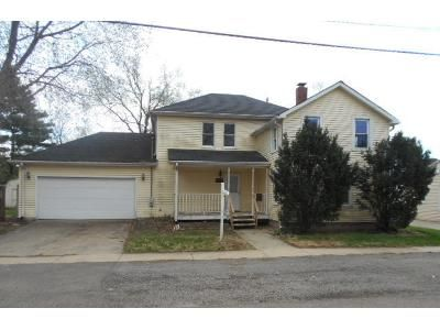 4 Bed 2 Bath Foreclosure Property in Plano, IL 60545 - E Park St