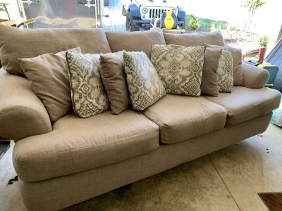 Couch w/throw pillows