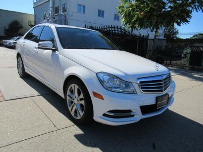2013 Mercedes-Benz C-Class C300 4MATIC Luxury (Diamond White Metallic)