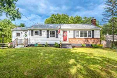 14 Lawrence St WILMINGTON, Inviting 3 BR ranch in !