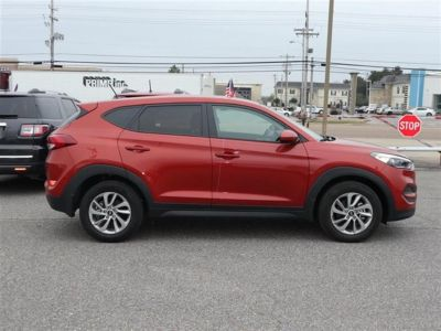 2017 Hyundai Tucson SE FWD (Red)
