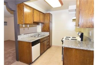 Great Location! 1BD/1BA Unit! Granite Countertops, air conditioning Unit, Laundry On-site, Parking I