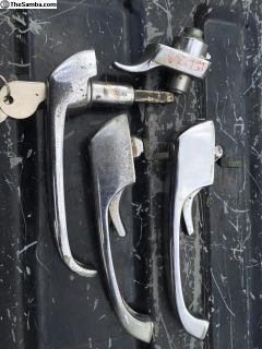 68-69 Bus door handle set keyed alike