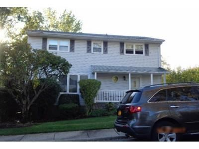3 Bed 2 Bath Foreclosure Property in East Northport, NY 11731 - Cherry Ct
