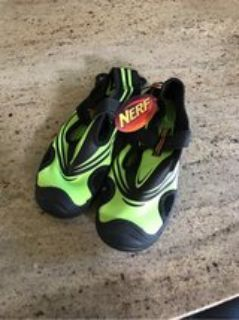 new water shoes Size 4/5 youth