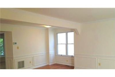 3 bedrooms House - Lovely home and NO lawn maintenance. Washer/Dryer Hookups!