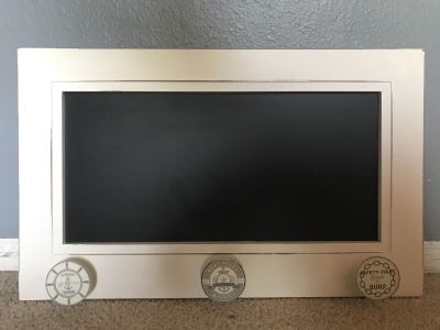 Hanging chalkboard with 3 knobs for hanging