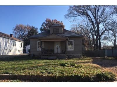 2 Bed 1.0 Bath Preforeclosure Property in Independence, MO 64052 - S Hedges Ave