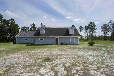 41 Buckhorn Rd FOLKSTON, This fantastic home sits on two