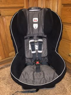Britax convertible car seat. Excellent clean condition. Check all pictures for weight restrictions