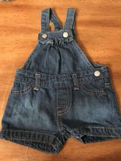 CHILDRENS PLACE JEAN OVERALL SHORTS SIZE 6/9 months