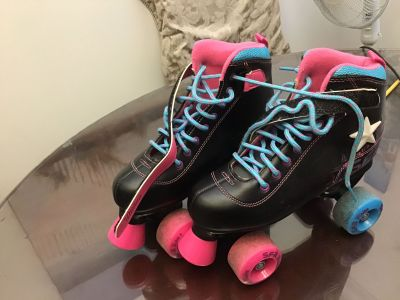 SFR size 4. Fits size 3 as well. Roller Skates