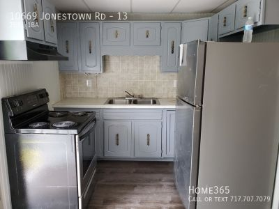 Newly renovatef 2 Bed, 1 Bath Unit