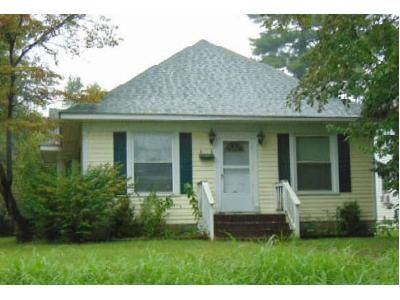 4 Bed 3 Bath Foreclosure Property in Carbondale, IL 62901 - W Sycamore St