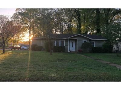 3 Bed 1 Bath Foreclosure Property in Decatur, AL 35601 - 20th Ave SE