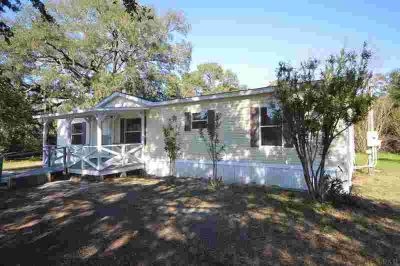 6901 Cater St Bagdad, Well-kept mobile home on 0.72-acre