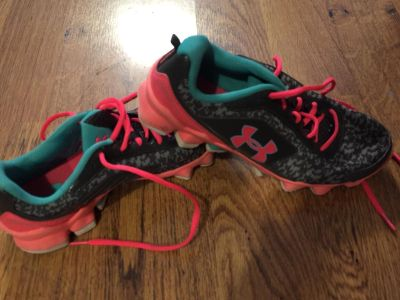 Girls Under Armour shoes. Excellent condition. Size 6 1/2, which = a women s 7 1/2