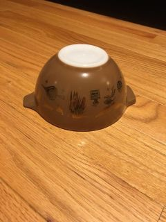 Excellent condition small Pyrex bowl