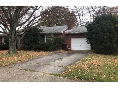 3 Bed 1.0 Bath Preforeclosure Property in Xenia, OH 45385 - Sutton Dr